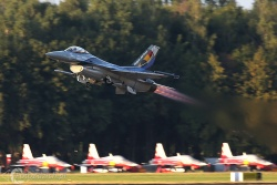 F 16 A 3712