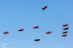Red Arrows-Hawk T1 1058